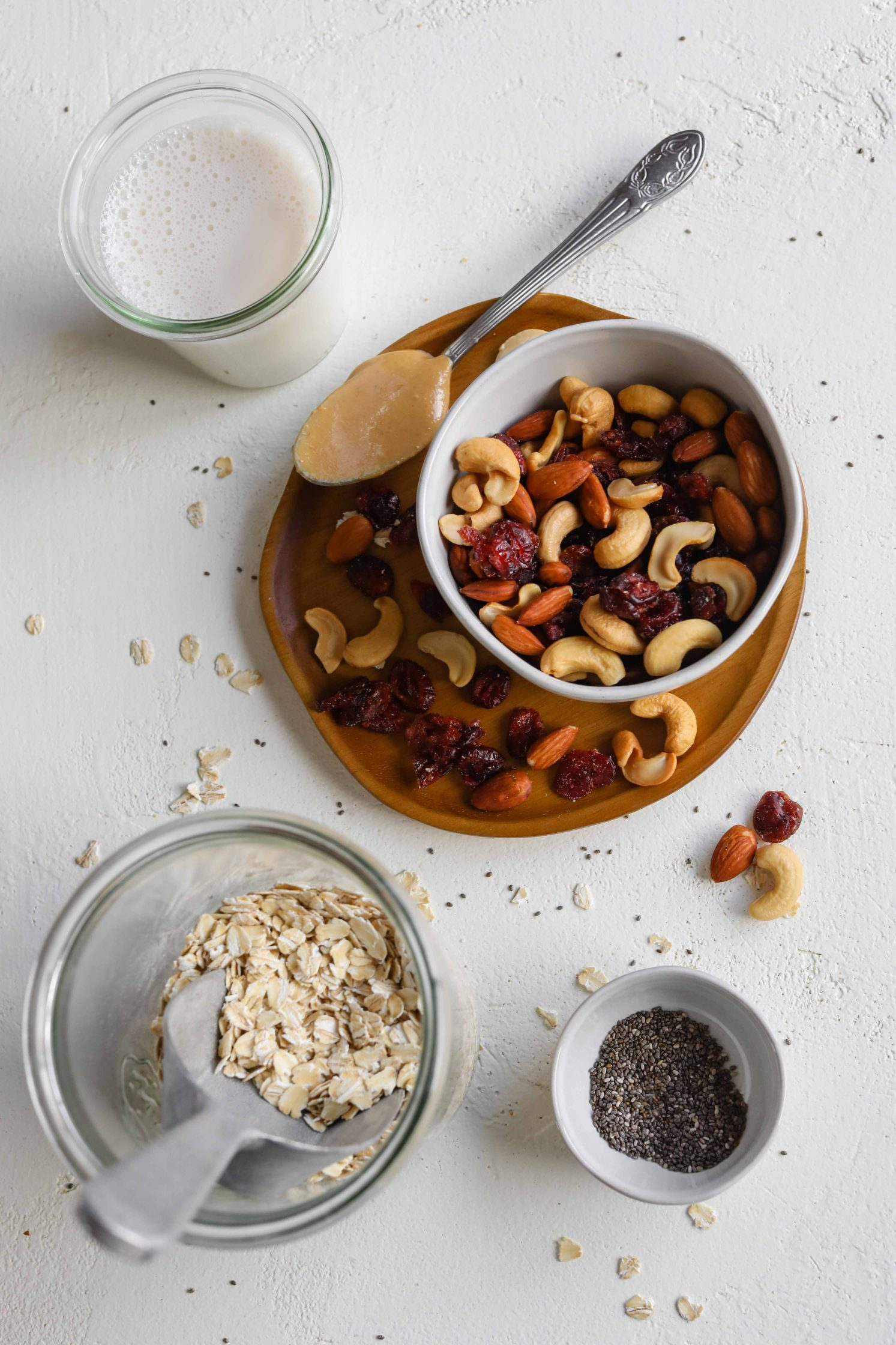 Trail Mix Overnight Oats ingredients